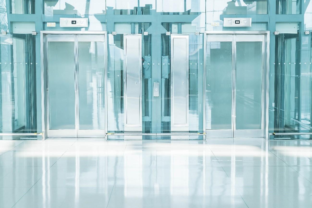increíbles vistas a través de estos ascensores de cristal