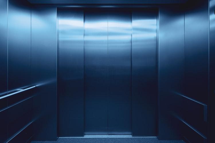 Propuestas innovadoras para reducir el riesgo de contagios en los ascensores